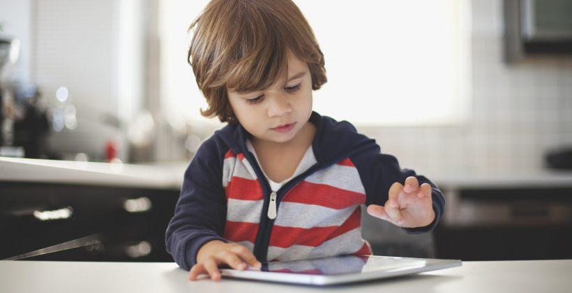 محدود کردن زمان استفاده از تکنولوژی برای کودکان