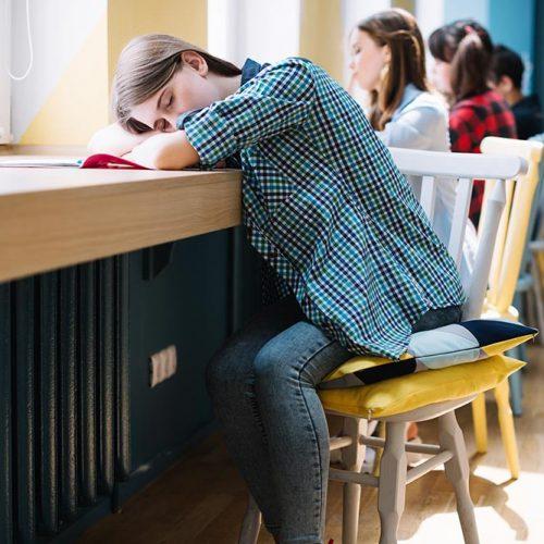 چطور کودکان بر خلاف بزرگسالان در محیط پر سر و صدا به راحتی میخوابند؟