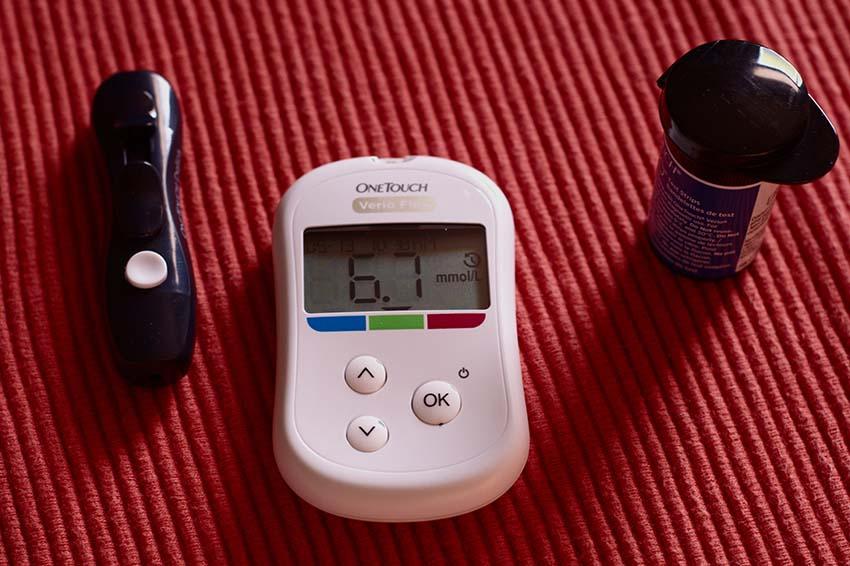 یک دستگاه اندازهگیری قند خانگی