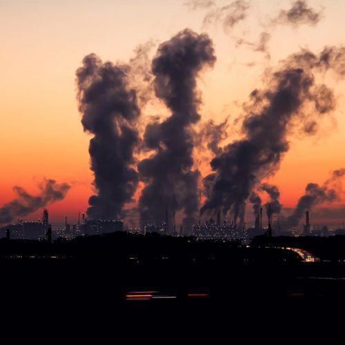 یک شهر آلوده: صنایع نقش بزرگی در آلودگی هوا دارند