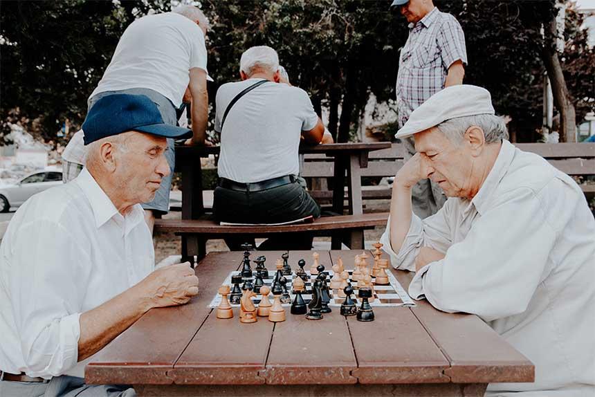 فعالیتهای فکری و مراودات اجتماعی میتواند در حفظ تواناییهای افراد مبتلا به آلزایمر موثر باشد