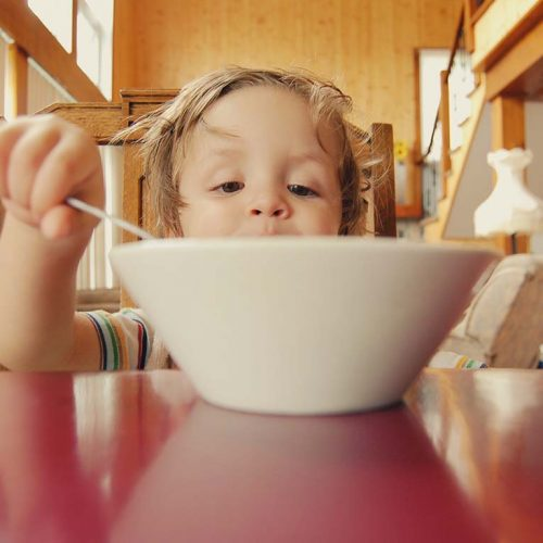 بیاشتهایی کودکان: چگونه مشکل بی اشتهایی صبحگاهی فرزندم را حل کنم؟