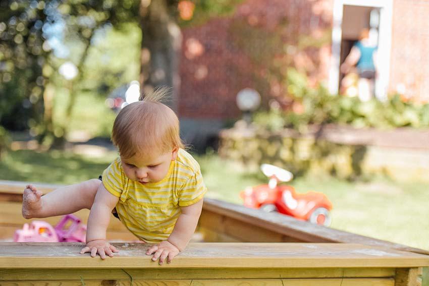 پای کودکان سالم نیز کمی حالت پرانتزی دارد، اما معمولا پس از دو سالگی خود به خود خوب میشود