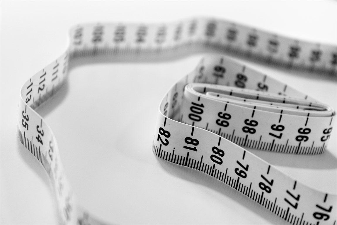 افراد مبتلا به پرخوری عصبی ممکن است پس از خوردن مقادیر زیادی غذا، سپس پاکسازی معده، سعی در خلاص شدن از کالری اضافی به روشی ناسالم را داشته باشند.