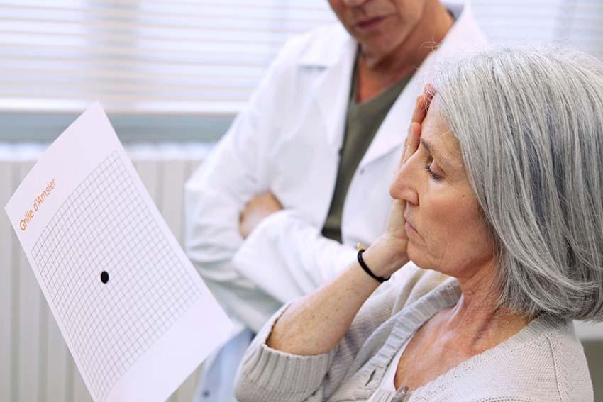 تست امسلر شامل شبکهای از خطوط موازی عمودی و افقی است که اختلال اولیه را به بیمار نشان میدهد.