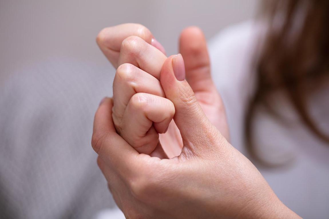 شکستن-قولنج-مفصل-انگشتان