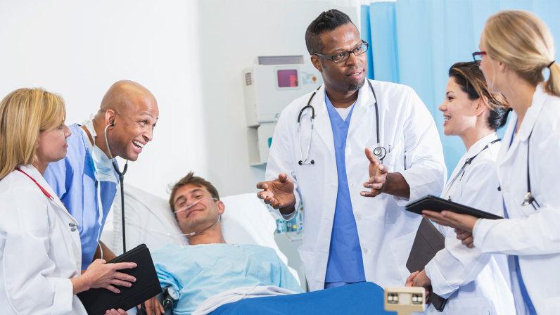 آشنایی با انواع متخصصین پزشکی