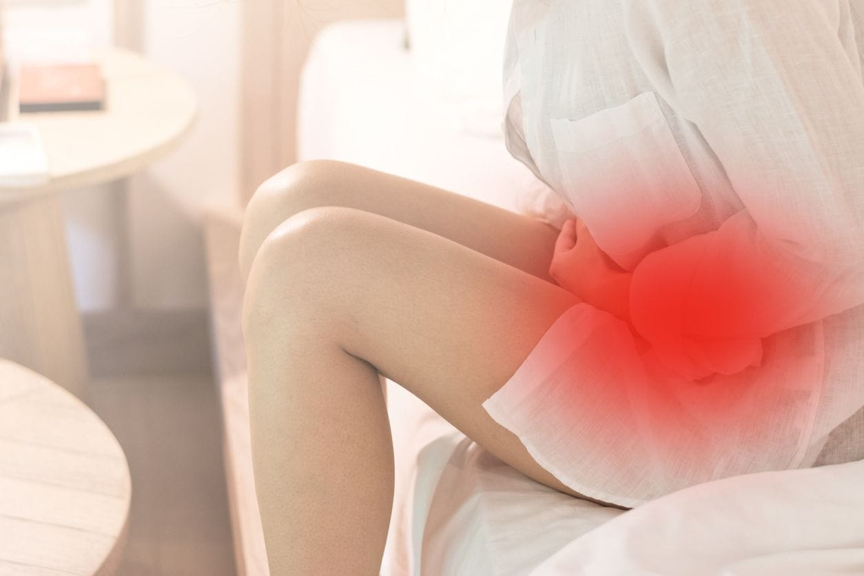 درد شدید در بخش پایینی شکم - از علائم سوزاک در خانم ها